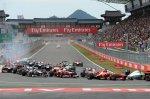 Первый поворот гонки прошёл без инцидентов!