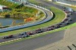 Старт гонки и авария Бьянки и ван дер Гарде на заднем плане