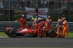 Fernando Alonso (ESP) Ferrari F14 T retires from the race.