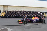 (L to R): Daniel Ricciardo (AUS) Red Bull Racing and Sebastian Vettel (GER) Red Bull Racing pose for a team photograph with their Red Bull Racing colleagues.