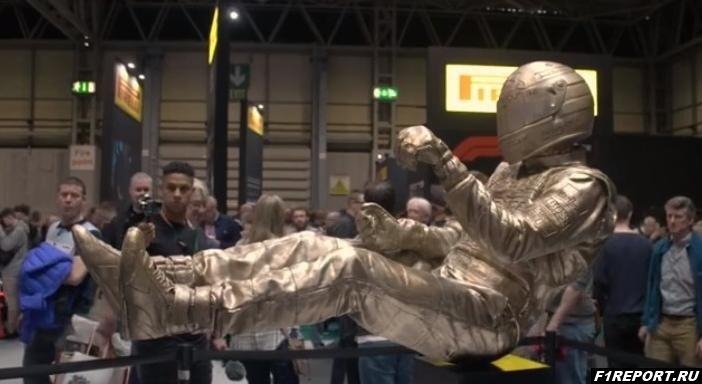izvestniy-skulptor-sozdal-skulpturu-ayrtona-senni
