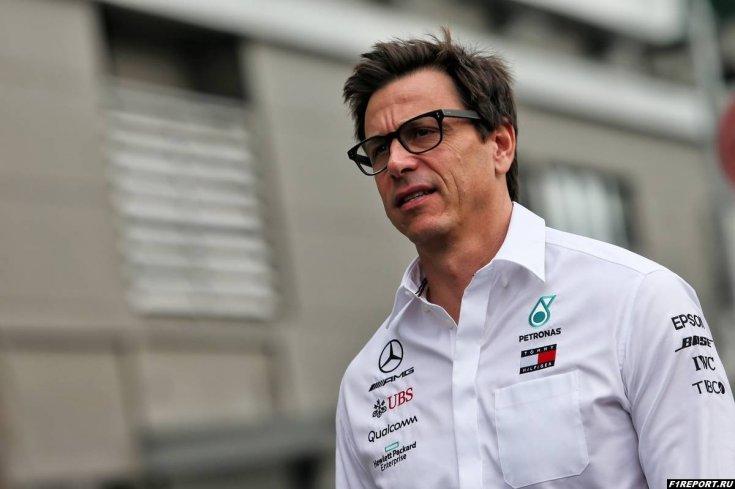Вольфф думал над тем, чтобы продать акции Mercedes